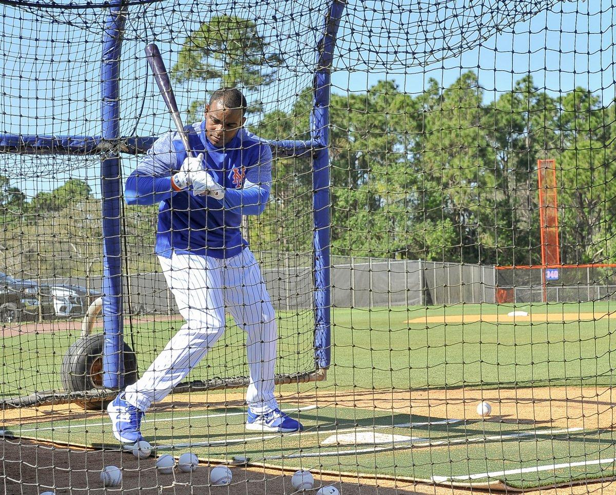 Yoenis Cespedes Gets His Yoga On #Mets#LGM